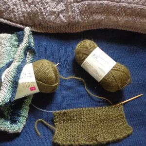 ウール100%の糸で編み始めよう〜(編む、コトは精神安定剤だと思った時)