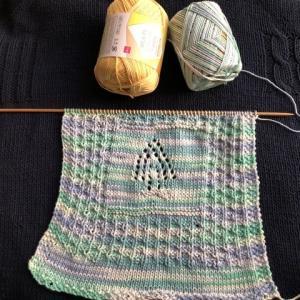 綿100%マルチカラーの糸で表編み裏編み模様を試し編み