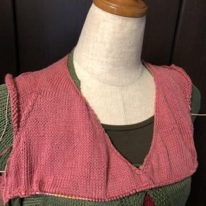 メリヤス編みでトップス、袖分けして前身頃が繋がった