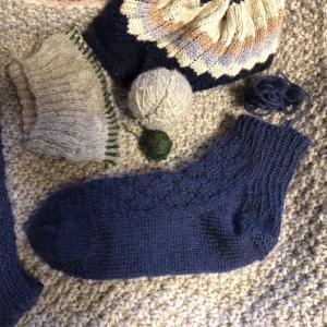 手編みソックス練習3個め…長さを足す為に編みかけを解く…