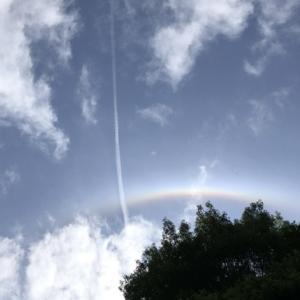 白と虹色の『ハロ現象』(日暈)