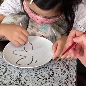 小学一年生も絵付け体験