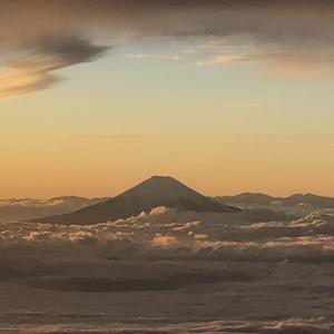 夕暮れ時の富士山を眺めながら那覇へ