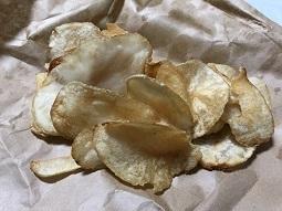 今日のおやつは銀座サンドのポテトチップス!