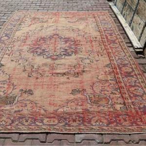 絨毯を選ぶ