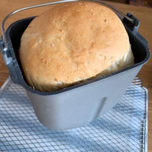 昨日、今日、ホームベーカリーで焼いたパン