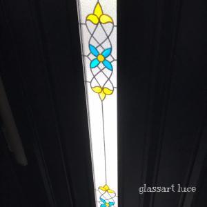 インテリアにグラスアート 玄関ドア