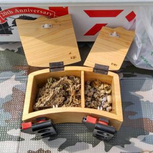 「餌箱工房四季」の餌箱が上島釣具店に入荷しました❗