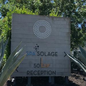ラグジュアリーリゾートホテルのレストラン Solbar@Solage(ソルバー@ソラ―ジュ)