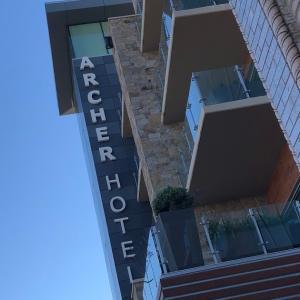 ルーフトップでフード&ワイン Sky and Vine(スカイ&ヴァイン)at Archer Hotel Napa