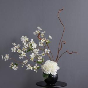 飾る場所に合わせて花の流れ左右を入れ替え(造花)