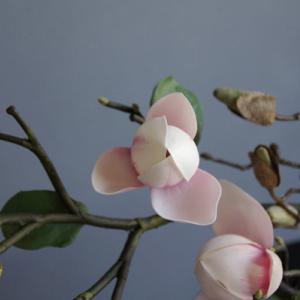造花のマグノリアがますますリアルに