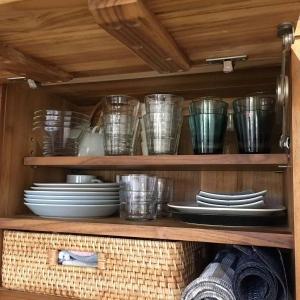 我が家の食器棚の中、こうなってます。