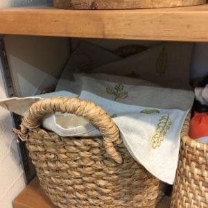 キッチン裏のパントリー公開!目隠し布の刺繍が完成しました。