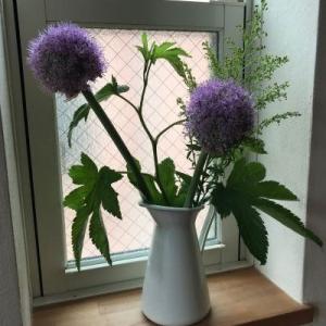 お花のある暮らしと夏のバッグ