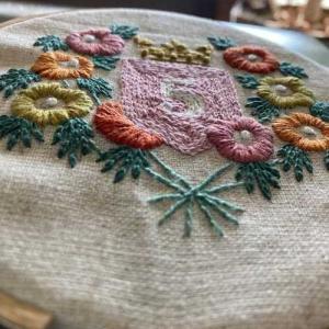 5月の刺繍と寄せ植え