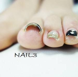 あなたの足の指、まっすぐ床につきますか?