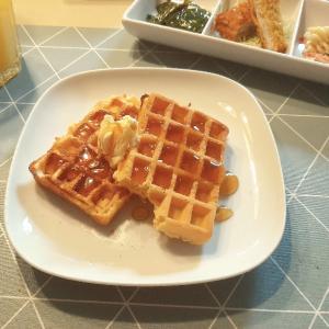 【海外で和食】ワッフルと作り置きおかずの朝食