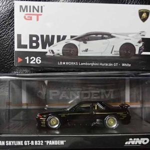 MINI -GTの1/64LB★WORKSウラカンGTとINNOパンデムR32GT-RでBlack&White