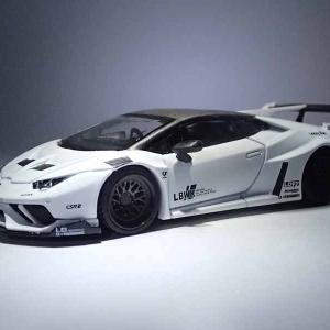 MINI GTのLB★WORKS Lamborghini HuracánGTのWhite