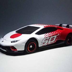 紅白のランボルギーニ ウラカン ペルフォルマンテ トミカ50周年記念仕様 designed by Automobili Lamborghini