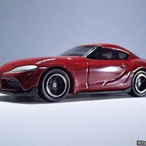 トミカ・トヨタGRスープラの通常版はプロミネンスレッドのボディカラー