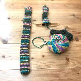 ねじねじ靴下 片方編みあがり
