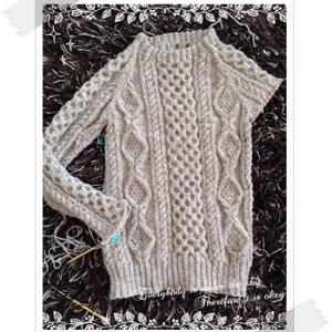 編み中:「じっくり編んで永く愛せるニットのふだん着」よりアランタイトプルオーバー〜71日目〜右袖ほぼ完成