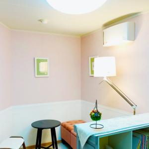 狭く小さなピアノ教室が、フレンチ洋書スタイルの小部屋になりました!!兵庫・芦屋・ピアノ教室