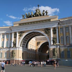 荘厳な美しさ溢れるロシアの都市「サンクトペテルブルク」とロマンチックな跳ね橋ナイトクルーズ