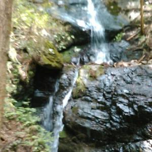 高山不動尊の「白滝」に到着