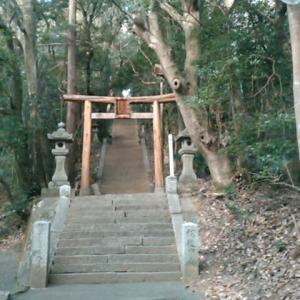 八倉比売神社の参道を歩きながら考えた