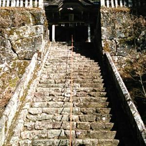 静寂に包まれた神峯神社境内