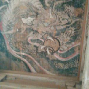 四国霊場・清滝寺の仁王門と、龍の絵
