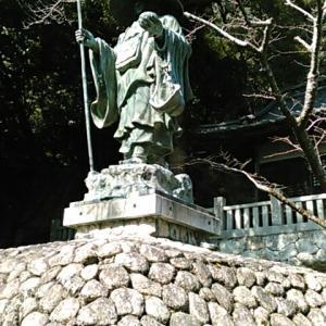 四国霊場第七十一番札所・弥谷寺の大師堂で、シャツを購入