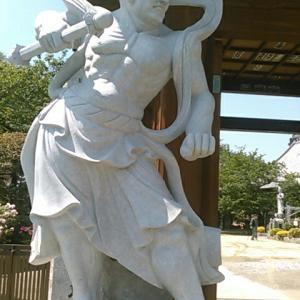 退魔寺の仁王像