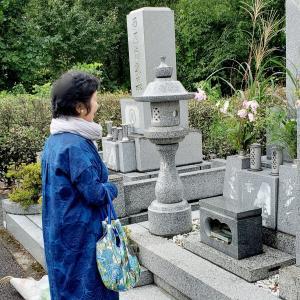 母と墓参りに