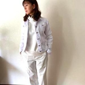 気分が上向く白をプラスして秋の着こなしをアップデイト♬