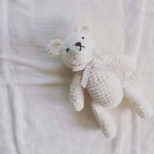出産祝いのくまの編みぐるみ
