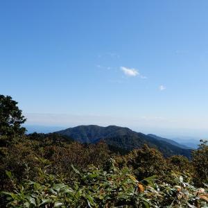 枯葉舞う瓢ヶ岳