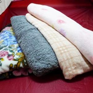 秋冬キャンプは毛布が活躍 ~ 実際に比較して分かる毛布選びの注意点