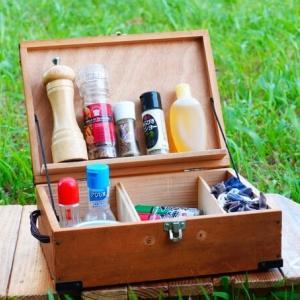 キャンプのスパイスボックスを自作した作り方を紹介 | 木箱に細工する簡単仕上げ♪