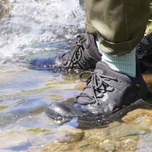 KEEN「テンポ フレックス ウォータープルーフ」はキャンプで便利な防水ハイキングシューズ