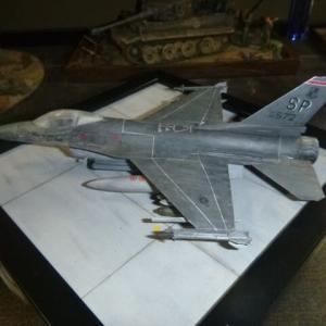 ジオラマ:完成 タミヤ 1/72 F-16ファイティング・ファルコン