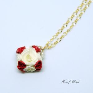 【販売中】小さいバラもかわいらしい赤いキャレ(小)ネックレス