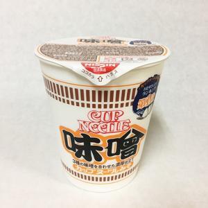 日清 カップヌードル味噌を食す。