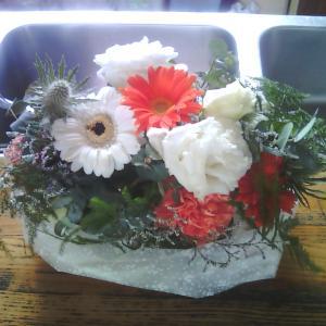 職場の花。