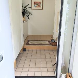 玄関のたたき掃除をして写真に撮ってみると…