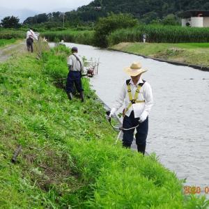 農道、河川の土手の草刈り