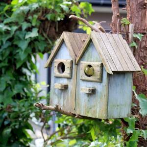 ガーデンの巣箱